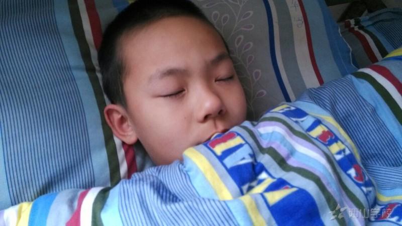 孩子的睡姿1