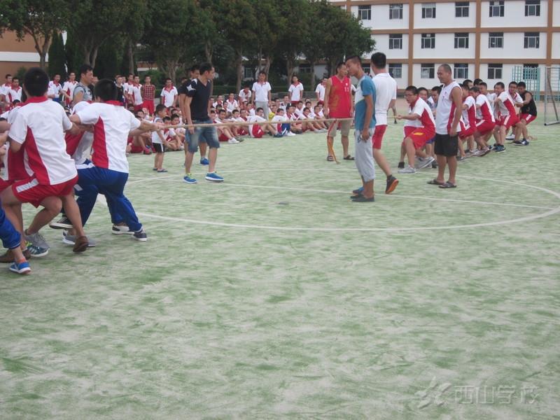 高中部文体活动——拔河比赛