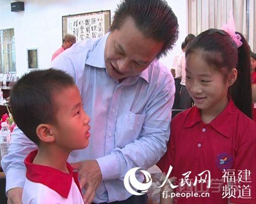 【中国日报网报道】西山教育集团董事长张文彬:贫困生帮扶是系统工程 选择了就该负责到底