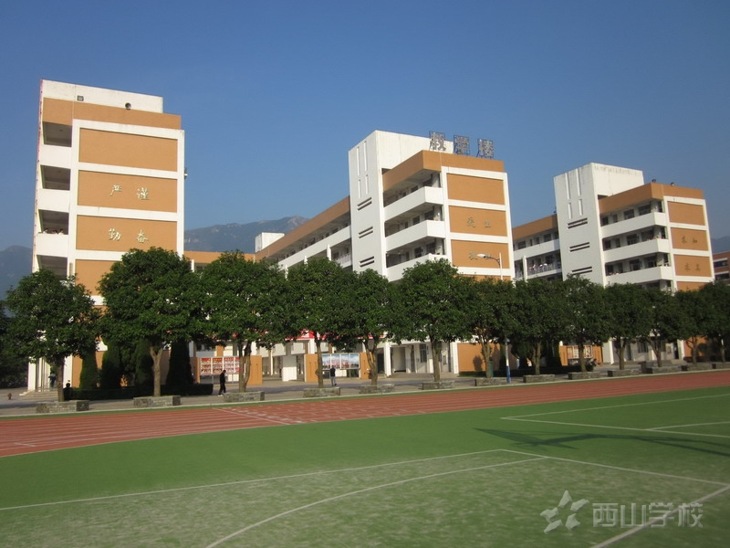 優美的校園環境  現代化的教學設施