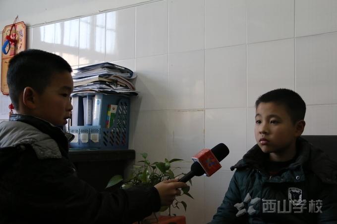 """红领巾小记者在行动  走访三年级""""武术之星""""陈明辉"""