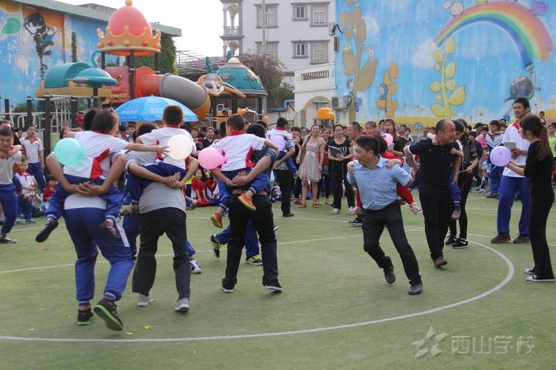 【福清教育网报道】西山学校幼儿园亲子运动会 让孩子在游戏中感受亲情