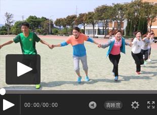 【视频】让孩子在游戏中学习足球  江西足球教练曾小华示范课视频