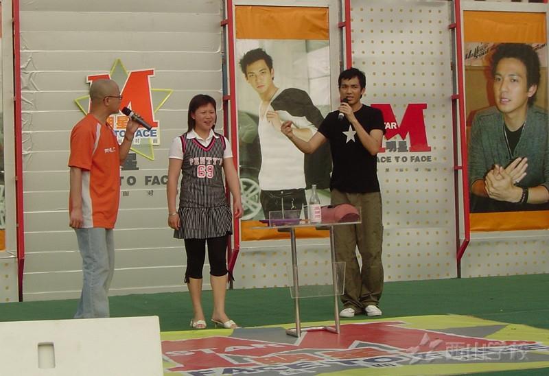 """钟汉良《我去上学啦》节目照被曝光,十年前在西山学校的""""学生样""""更是被疯传"""