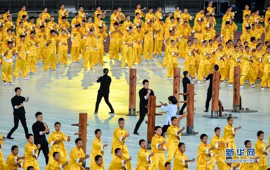 首届全国青年运动会盛大开幕 初中部学子奏响青春旋律