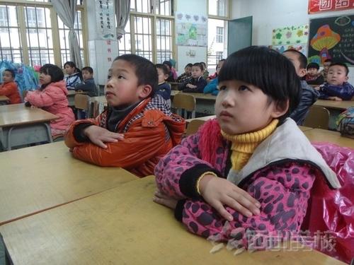 【福清教育网报道】福清西山学校组织师生观看《飞舞的蒲公英》