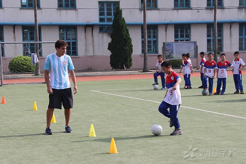 中国教育国际交流协会来我校调研校园足球外籍教师支持项目工作