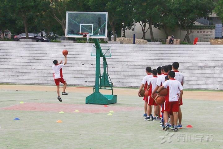 健康中国 卓越西山——西山学校初中部开展篮球公开课教研活动