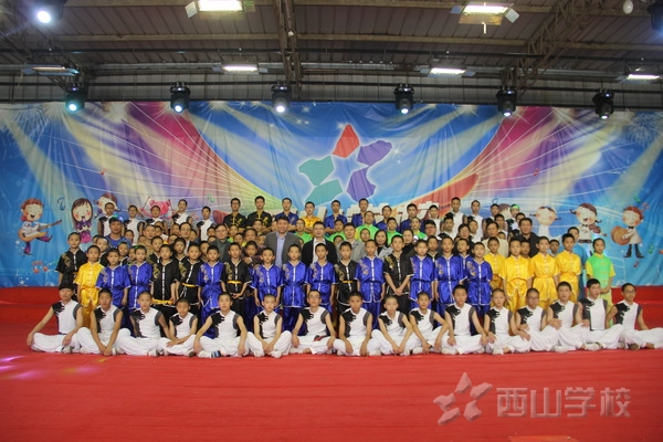 新加坡莱佛士音乐学院与龙都国际娱乐业务合作签约仪式在西山学校举行