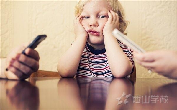 """孩子不愿和家长沟通的十大""""内心戏"""",很多爸妈看过后开始反思……"""