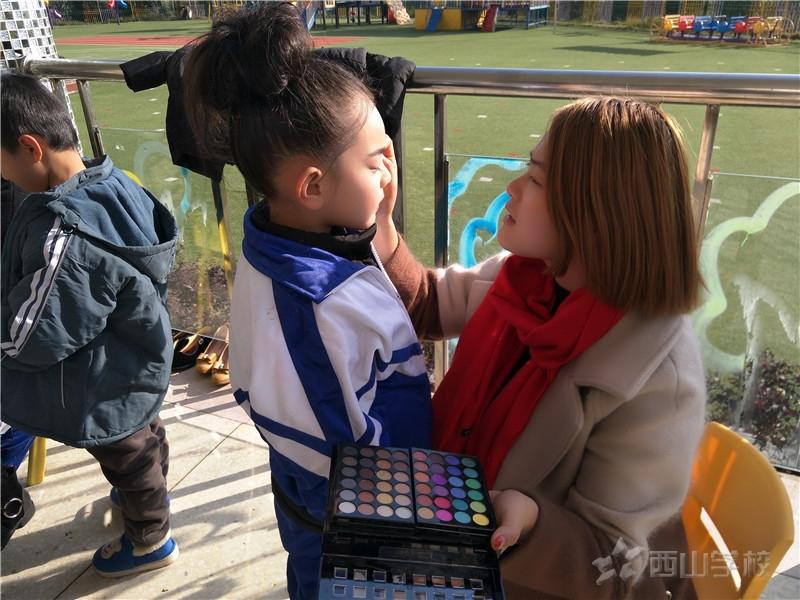 【花絮】小演员们晚会前的准备——江西省西山学校幼儿园晚会前报道