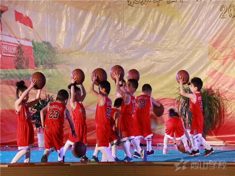 【视频】大班组《花样篮球》——幼儿、小学部文艺晚会