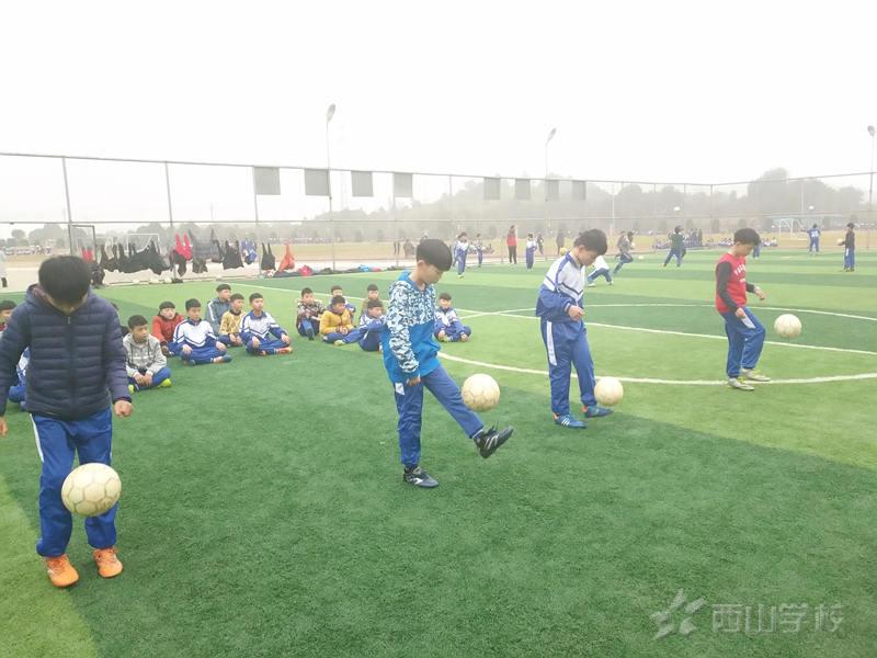 江西省西山学校小学部举行期末足球考核