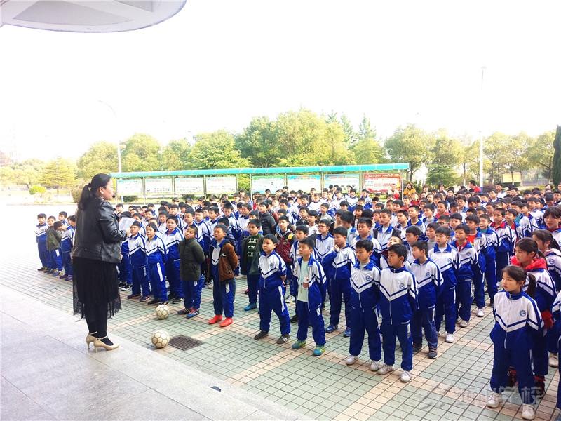 好习惯 益终生--江西省西山学校小学部召开养成教育主题年段会