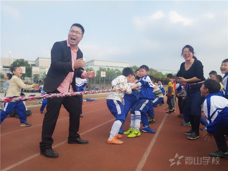 凝心聚力展风采--江西省西山学校小学部开展拔河比赛活动