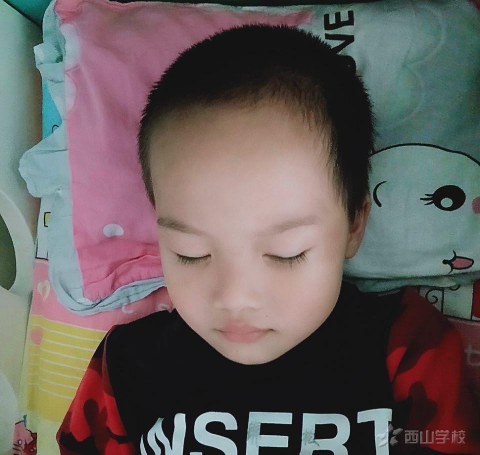 睡眠是人生活中至关重要的一种活动--福清西山学校幼儿园康康一班