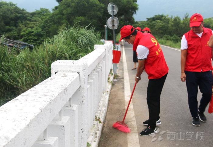 """福清西山学校党支部开展党员志愿者""""走渠巡水拍现场""""活动"""