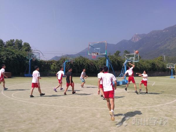 激情赛场,欢度国庆——福清西山职业技术学校举行班级篮球比赛