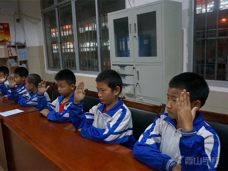 做好榜样 共同提高--江西省西山学校小学部召开班干部培训会