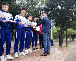 西山学校高中部举行福清市第十五届运动会暨2018年全民健身运动会颁奖仪式
