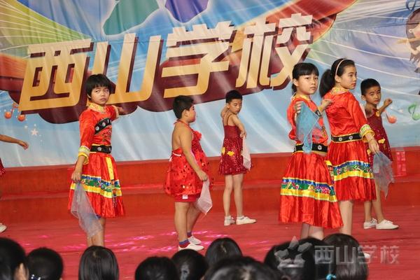 童年足迹——福建西山学校小学部举行五年级美丽心灵演出活动