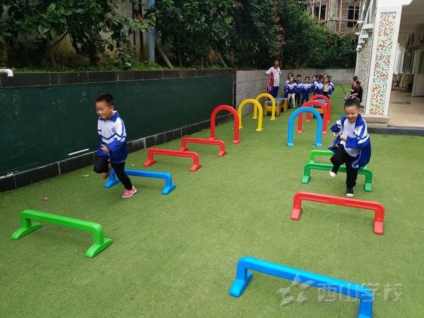 户外活动如何更有创意-福清西山学校幼儿园快乐二班