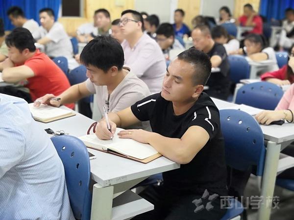 勠力同心,共谱华章——西山学校高中部召开正副班主任工作会议
