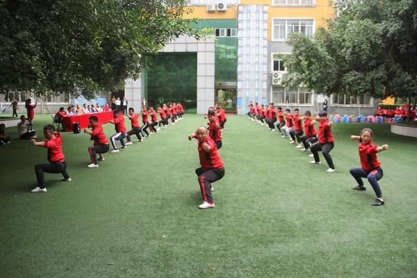 福建西山学校开展跨学部教练武术技能展示活动
