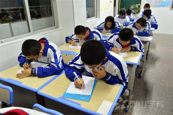 知识在于积累——西山学校初中部举行英语单词竞赛初赛