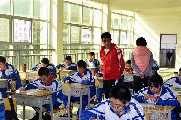 以赛促学 以赛促教——西山学校初中部初三年段举行第三轮英语单词检测活动