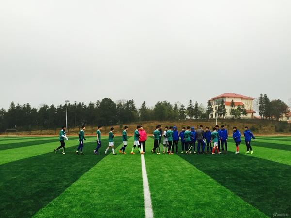 激情昂扬,热血澎湃——江西省西山学校初中部与高中部举行足球友谊赛