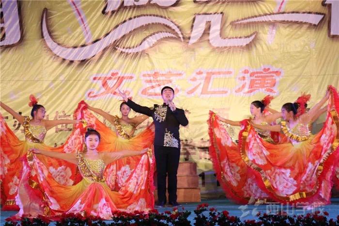 """【视频】歌伴舞《阳光路上》--""""回首 感恩 祝福""""大型文艺晚会节目"""