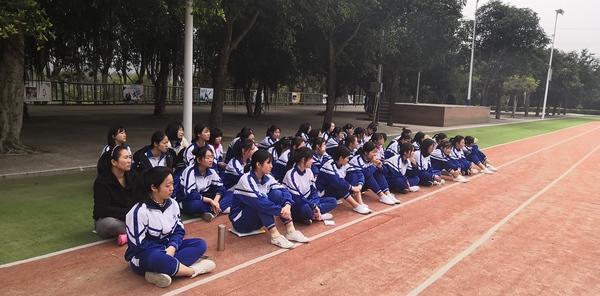 打造特色课堂,感受体育魅力——西山学校高中部陈景义老师开设公开课《腿法的练习》