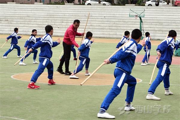 少林阴手棍教学——西山学校初中部组织体育公开示范课