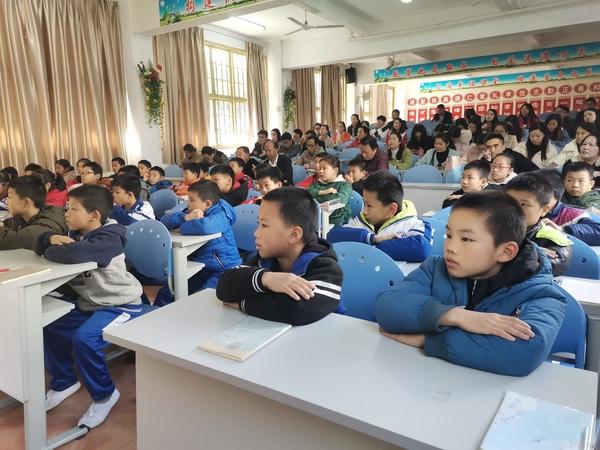 以生为本 以德育人——福清西山学校小学部开展德育教研观摩课