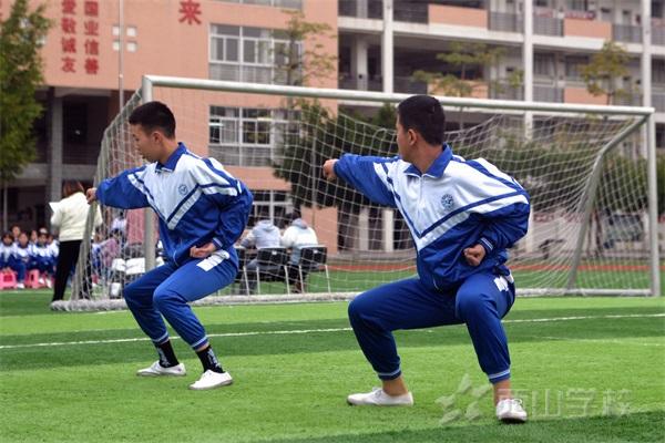 西山学校初中部举行2019〜2020学年度第一学期期末武术考试