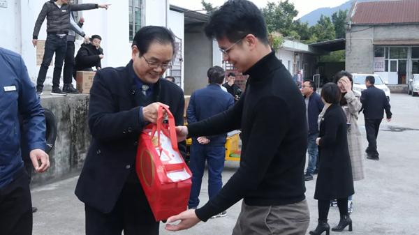 """新年大吉!西山学校工会春节专""""鼠""""福利来啦~"""