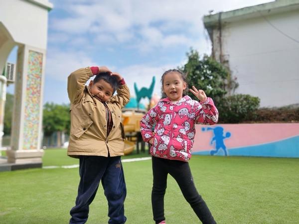 有趣的吹泡泡——福清西山学校幼儿园康康一班