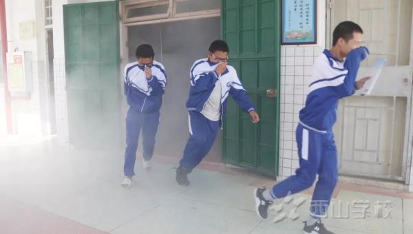 福州市教育局、福清市教育局等领导一行莅临福清西山学校开展综治安全工作检查