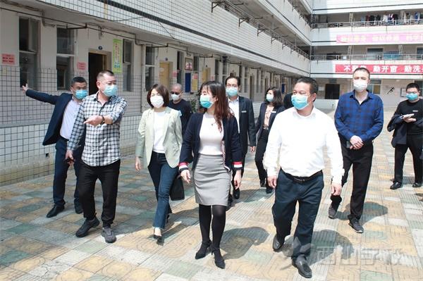 福清市教育局副局長張玲玲一行蒞臨西山學校檢查指導疫情防控和初三開學準備工作