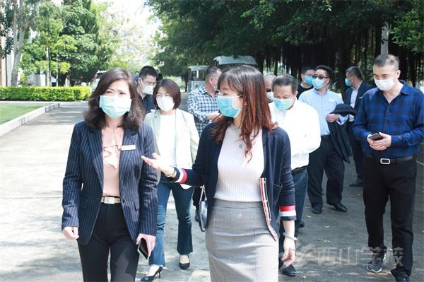 福清市教育局副局长张玲玲一行莅临西山学校检查指导疫情防控和初三开学准备工作