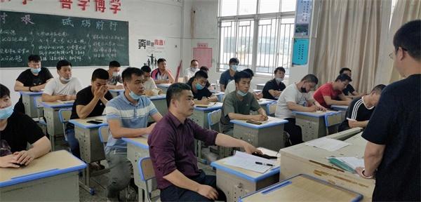 西山学校初中部召开毕业班备考工作会议