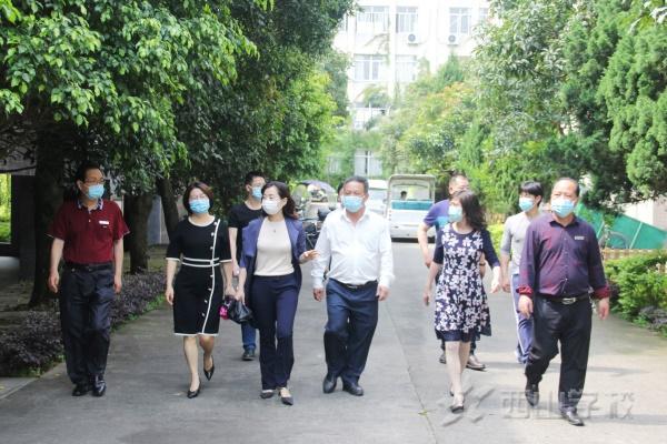 福清市教育局副局長張玲玲蒞臨西山學校檢查指導疫情防控和開學準備工作