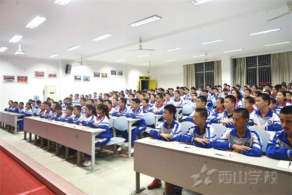 一份责任,N种能力——西山学校初中部召开学习小组培训会议