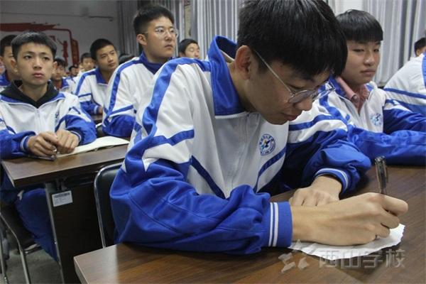 塑造榜样,砥砺前行——西山学校初中部召开班干部培训会议。