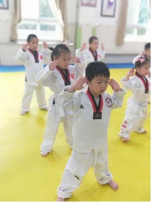 """""""艺""""起玩 乐成长——福清西山学校幼儿园特色课程活动"""